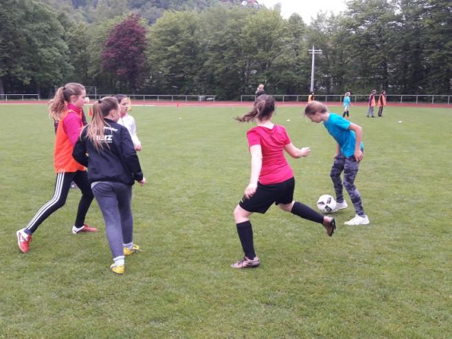 Maedchenfussball01